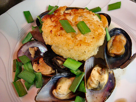 Black Pepper Mussels with Risotto Cake