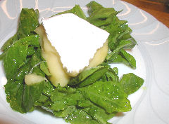 Warm Camembert with Arugula and Caramelo dressing
