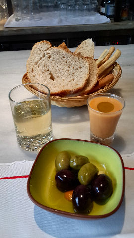 El Burladero - gazpacho, olives and cider