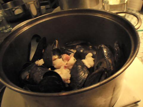 Flex Mussels - pot of mussels in lobster chowder