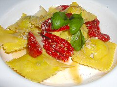 Freud y Fahler - ravioli with sun dried tomatoes