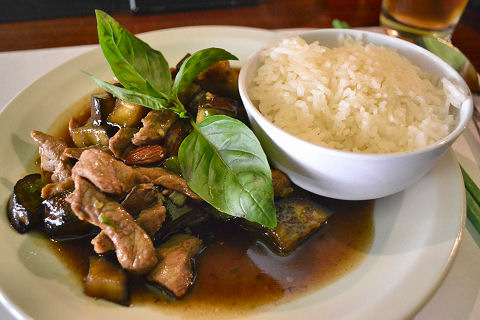 Kaffir Thai - pork with almonds