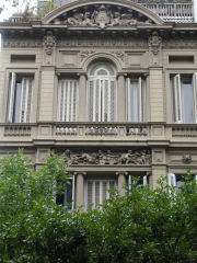 Detail of windows in the 700 block of Avenida de Mayo