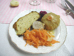 Mis Raices - gefilte fish and cholodetz