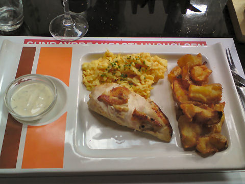 Olsen - scrambled eggs and chicken breast