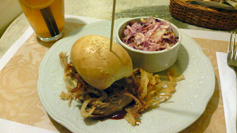 Pani - pulled pork bbq sandwich