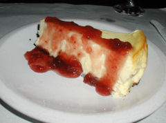 Territorio - cheesecake with strawberry jam