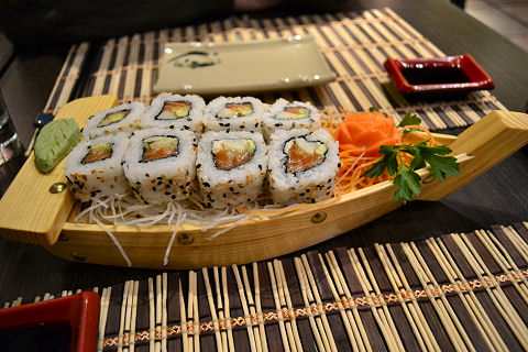 Tppan - spicy salmon roll