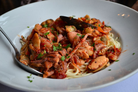 Volver - spaghetti with shellfish sauce